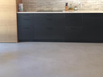 suelo de cocina con microcemento - Suelos Microcemento